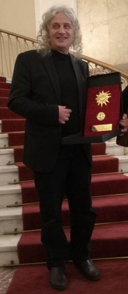 Δήμος-Αβδελιώδης-με-το-1ο-Βραβείο-Σκηνοθεσίας-Κάρολος-Κουν