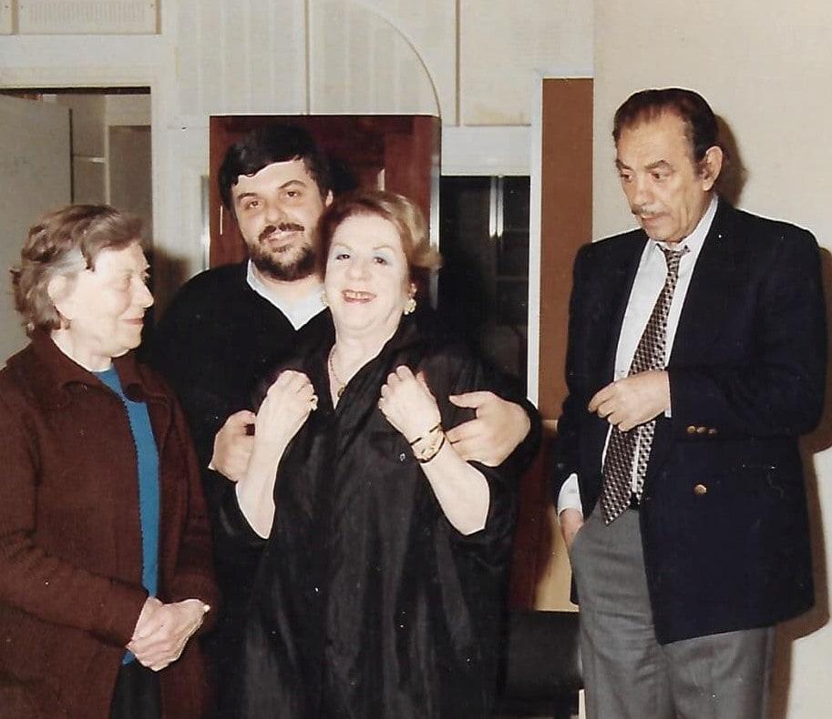 Ο Βασίλης Νικολαΐδης με την Τζόλη, την Γαρμπή και τον Νίκο Τζόγια