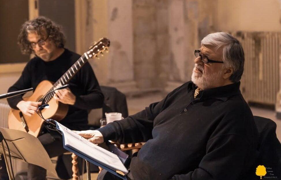 Ο Βασίλης Νικολαΐδης με τον κιθαρίστα Νίκο Χατζηελευθερίου